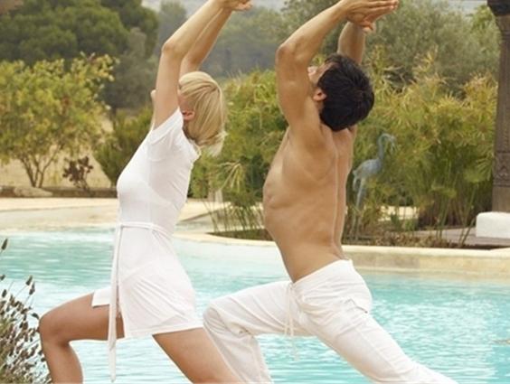 印度情侣爱情瑜伽视频